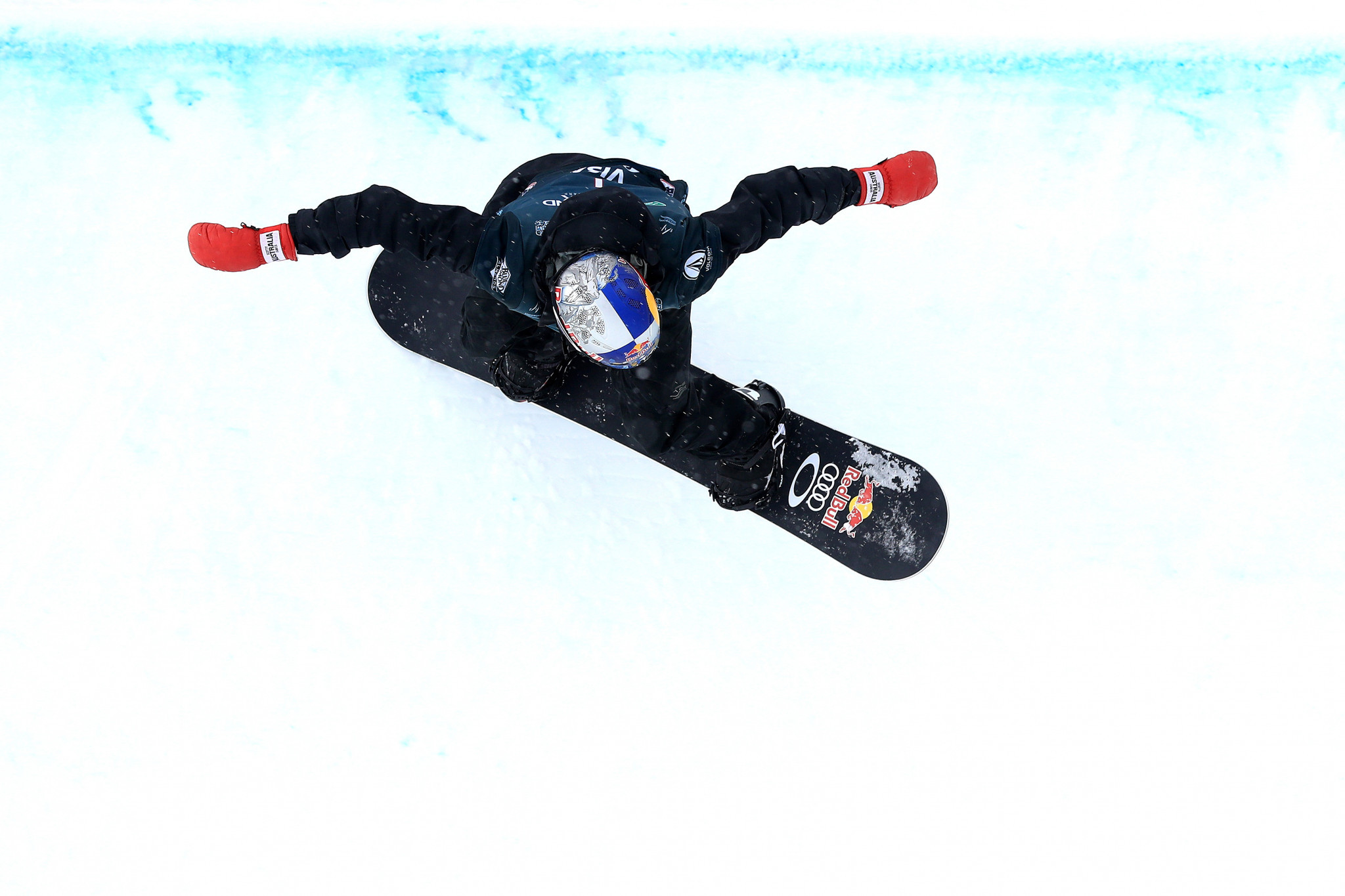 James wins men's halfpipe at FIS Snowboard World Cup in Laax for second year running