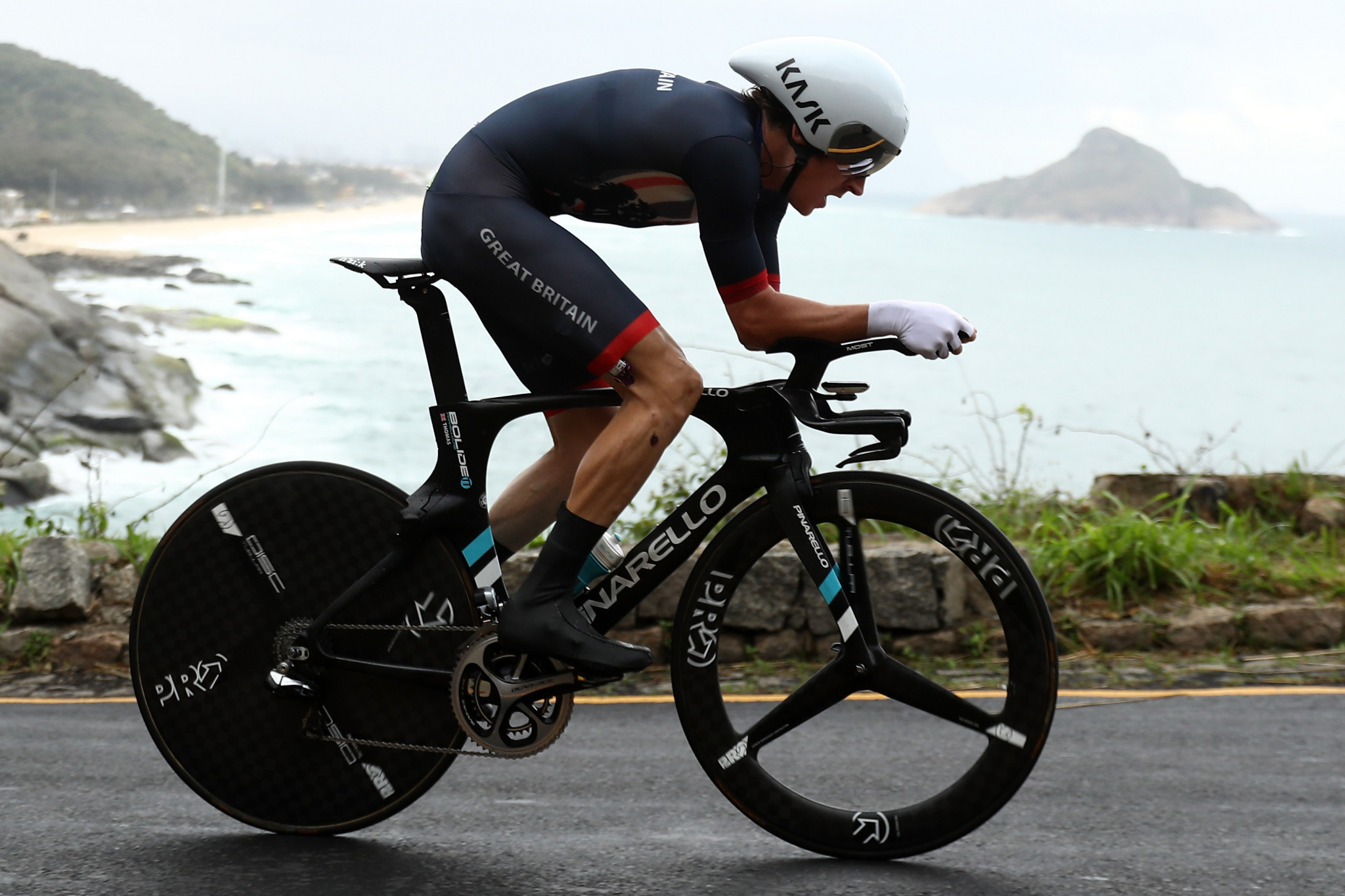 British cyclist Geraint Thomas crashed out of the road race at the Rio 2016 Olympic Games ©Getty Images