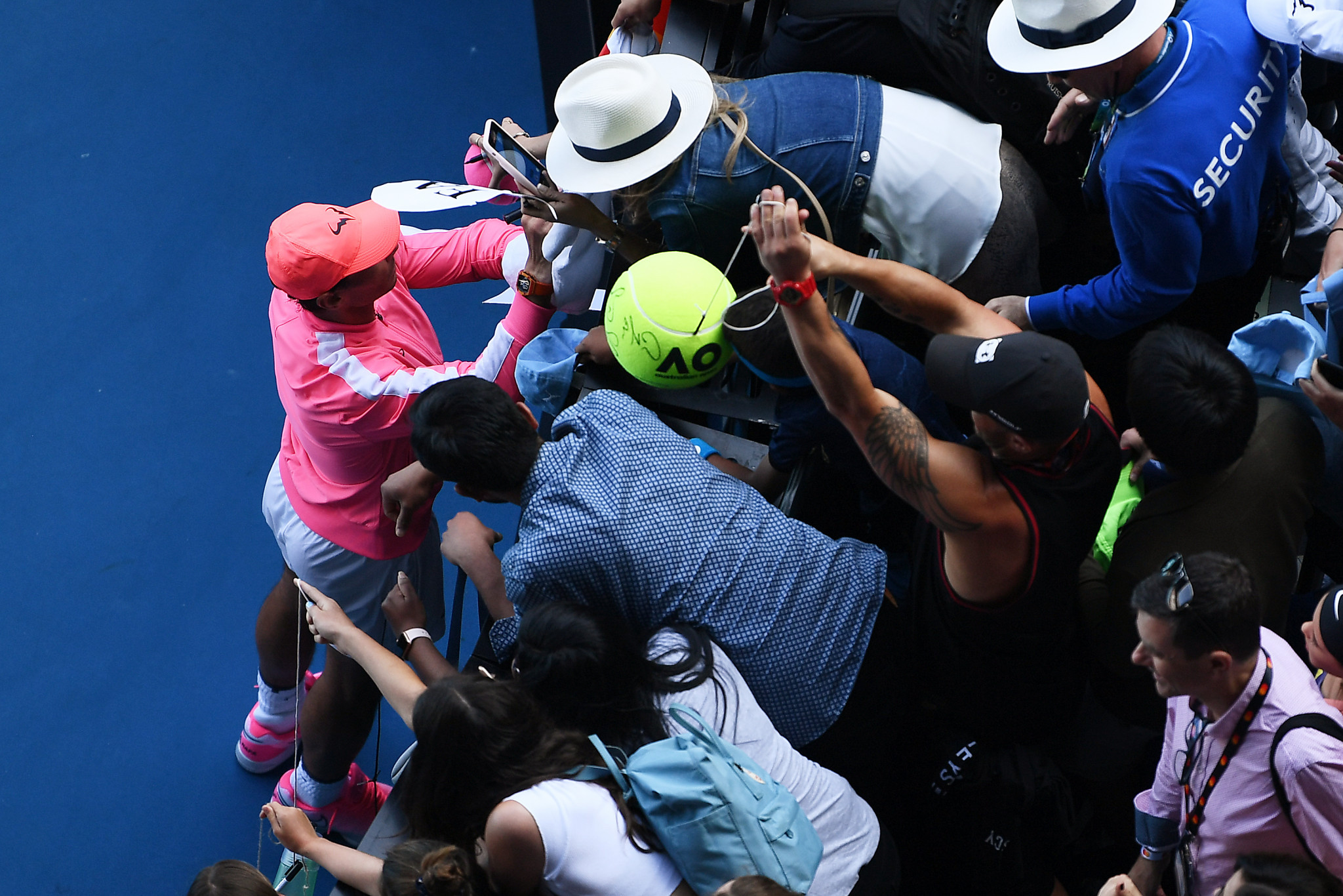 Rafael Nadal signs autographs after breezing through ©Getty Images