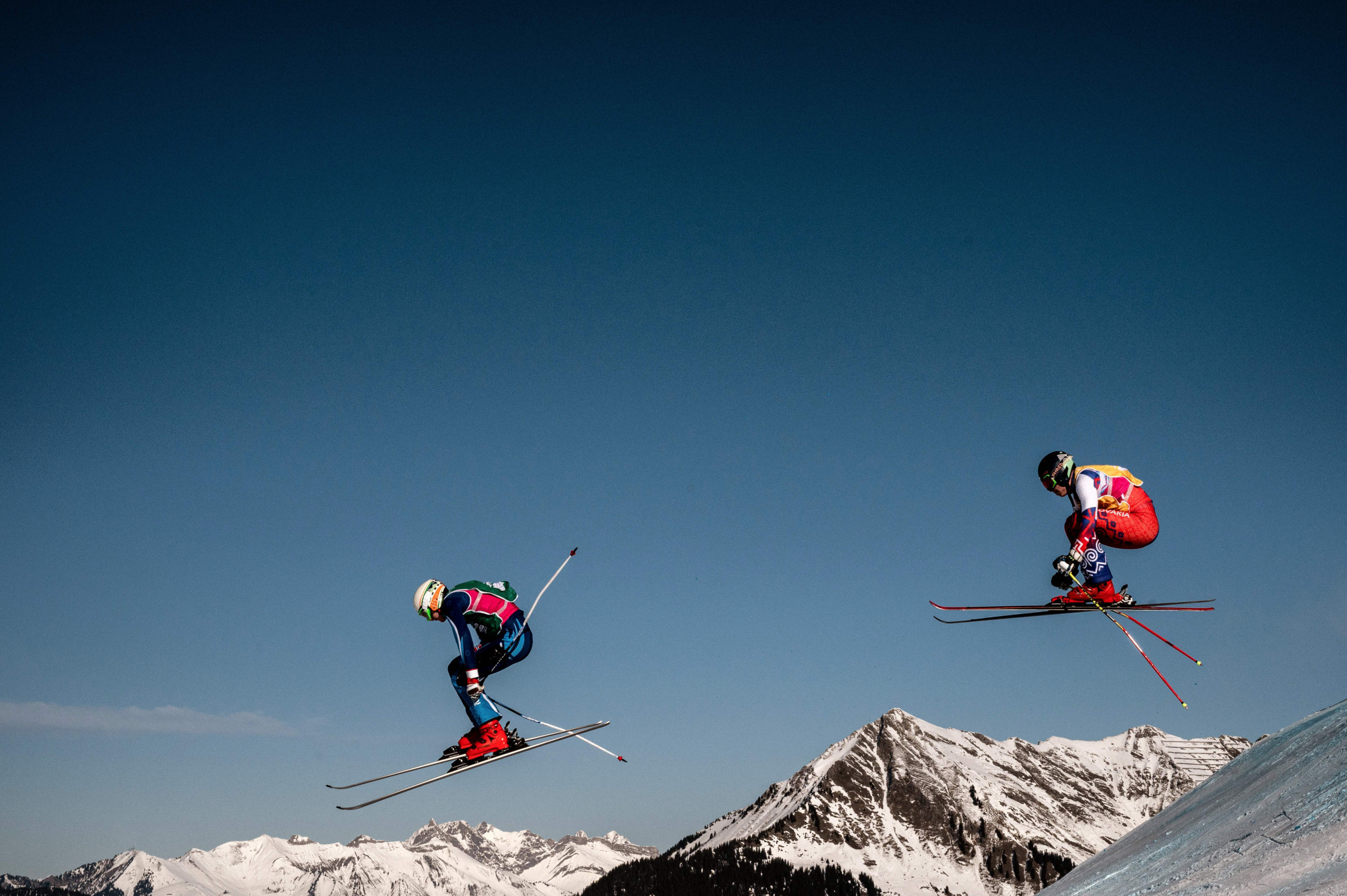 Skiers and snowboarders joined forces for a team cross race ©Getty Images