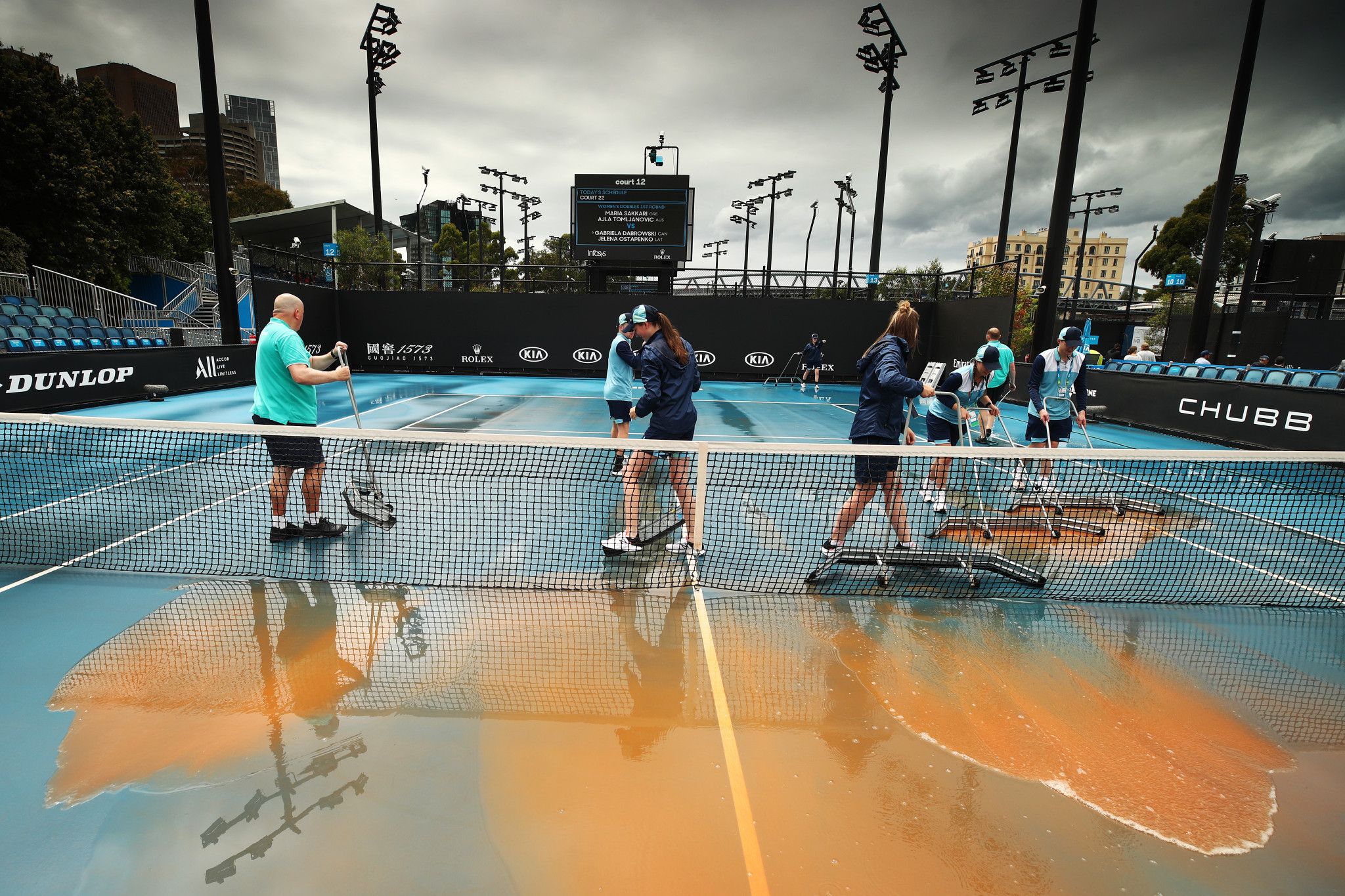 Dusty rain delays play at Australian Open, as courts deep-cleaned