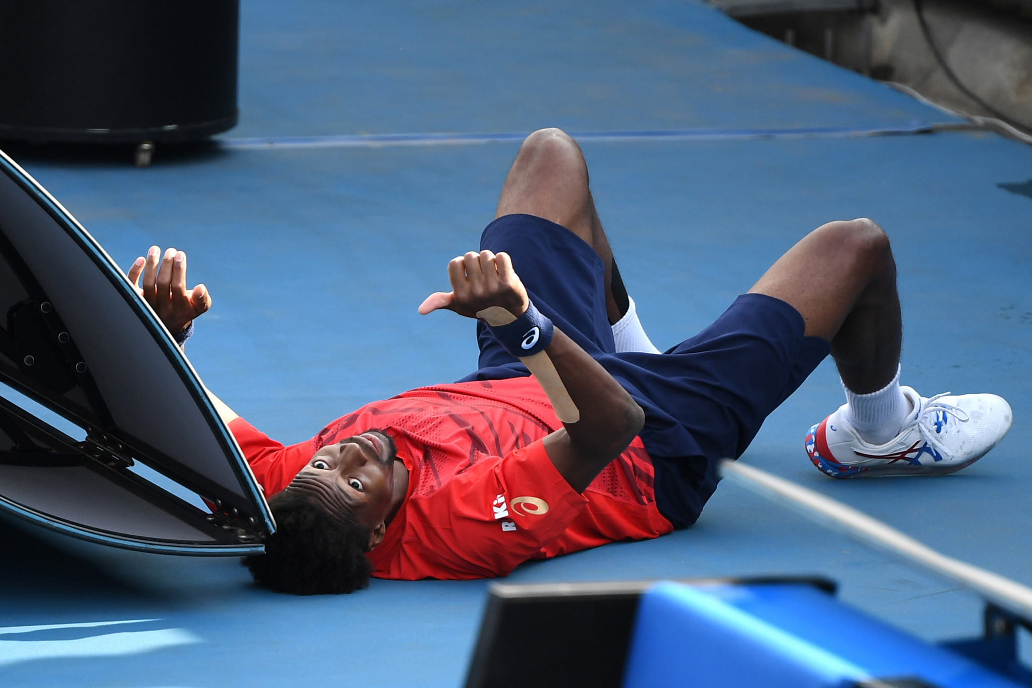 France's Gael Monfils gives the thumbs up after hitting the deck during his match ©Getty Images
