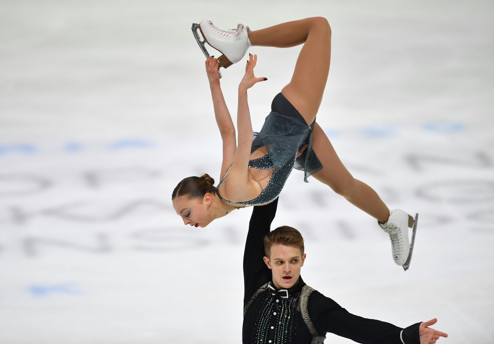 Boikova and Kozlovskii lead Russian clean sweep in pairs at ISU European Figure Skating Championships