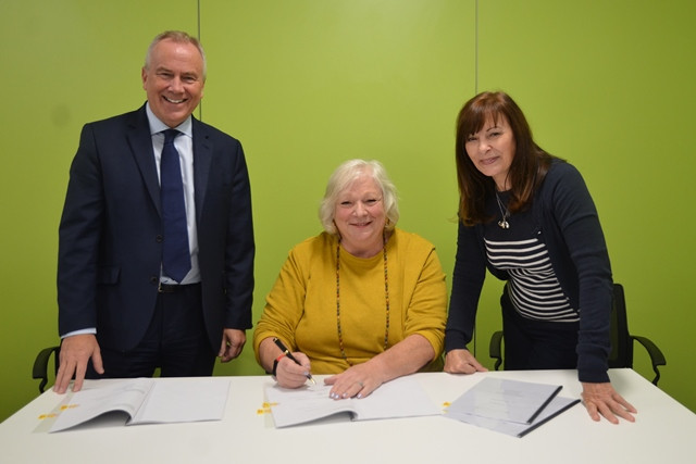 Sandwell Metropolitan Borough Council's Maria Crompton signs the contract with Wates Construction to build the new £73 million Aquatics Centre that will be used during the 2022 Commonwealth Games in Birmingham ©Wates Construction