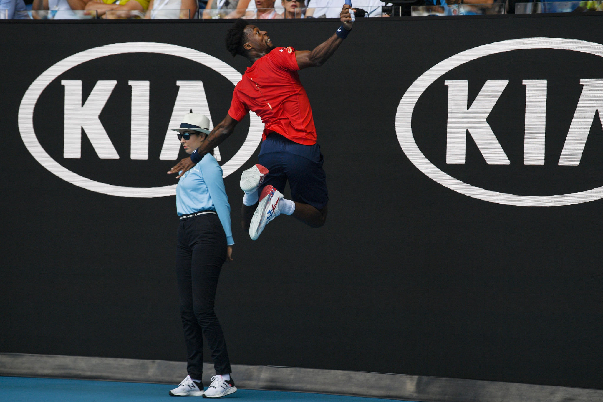 Gael Monfils takes flight during his defeat to Austria's Dominic Thiem ©Getty Images