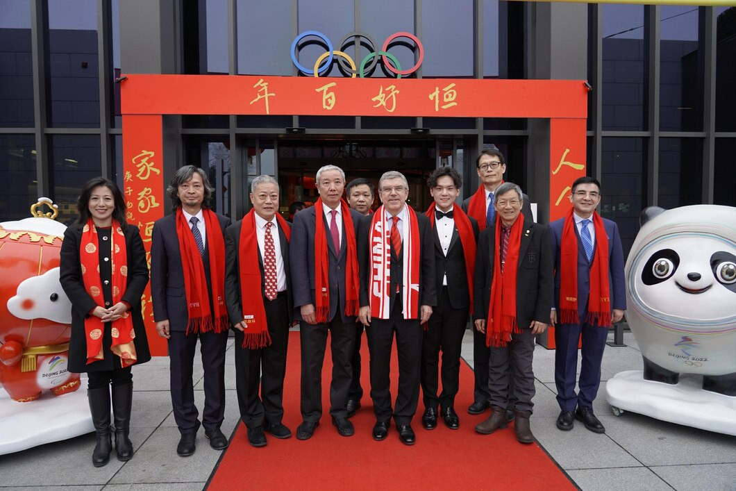 Bach attends opening of Beijing 2022 art exhibition