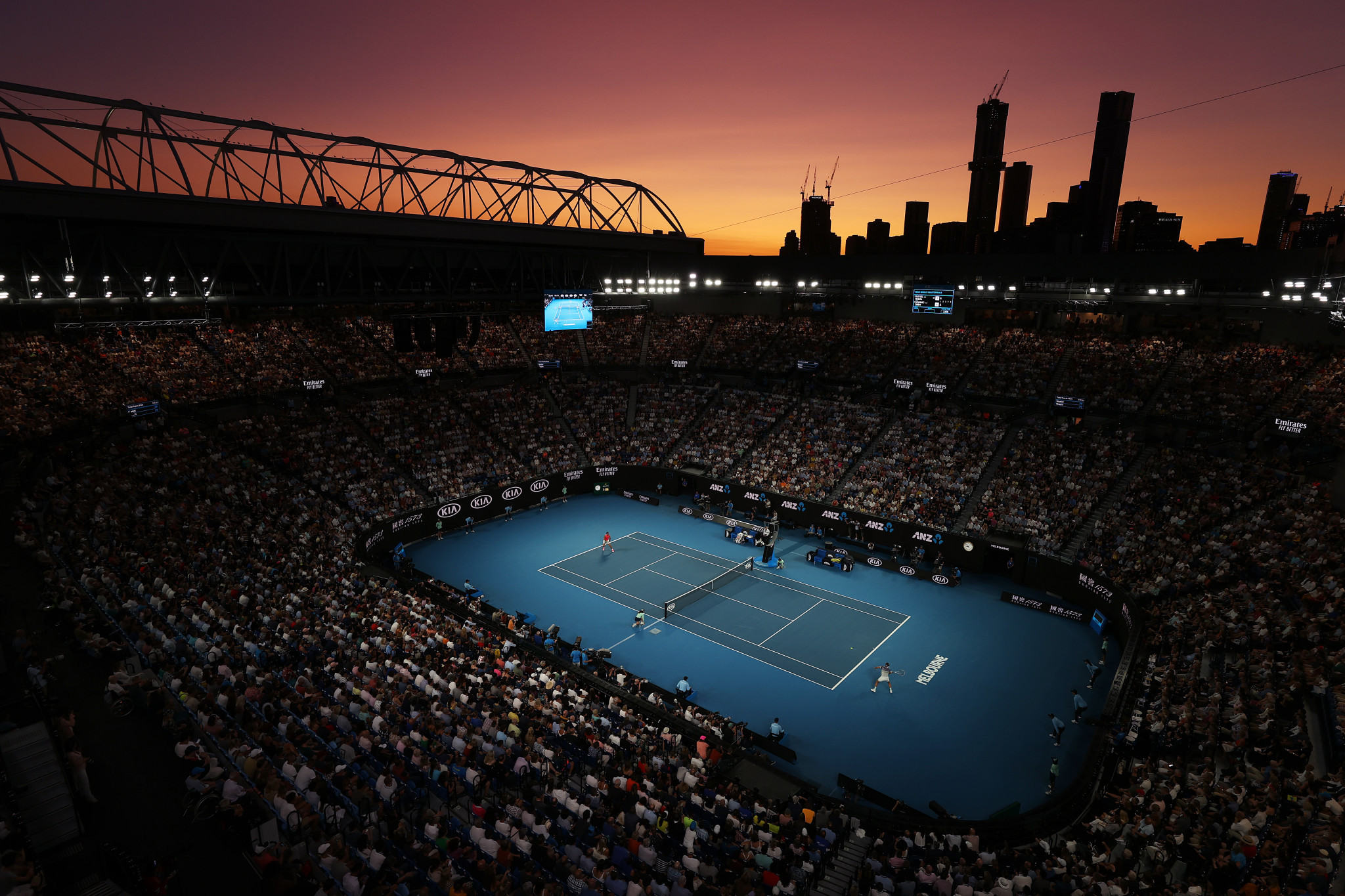 A pink sky again provided the backdrop at Melbourne Park ©Getty Images