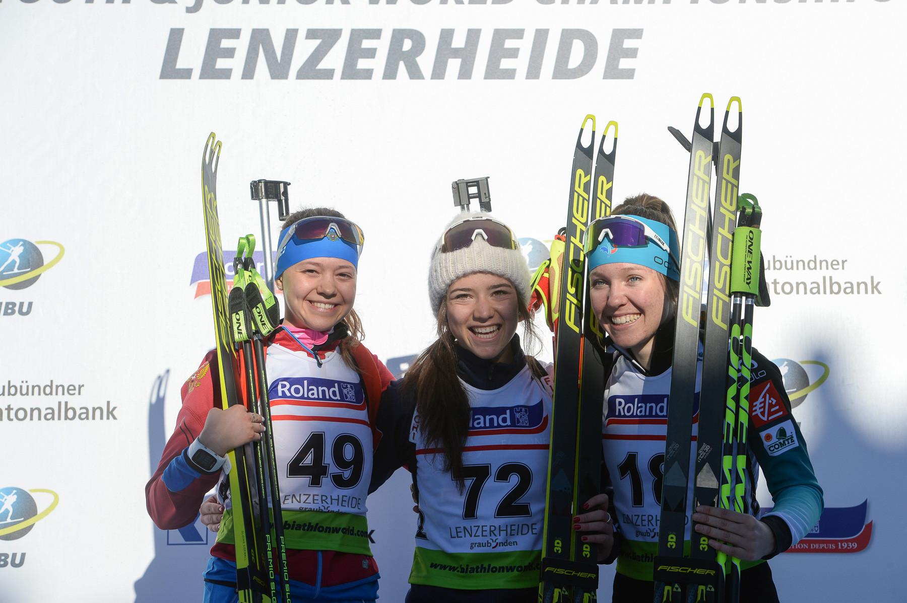 Liubov Kalinina, Linda Zingerle and Oceane Michelon on the women's youth sprint podium ©Twitter/@IBU_Junior