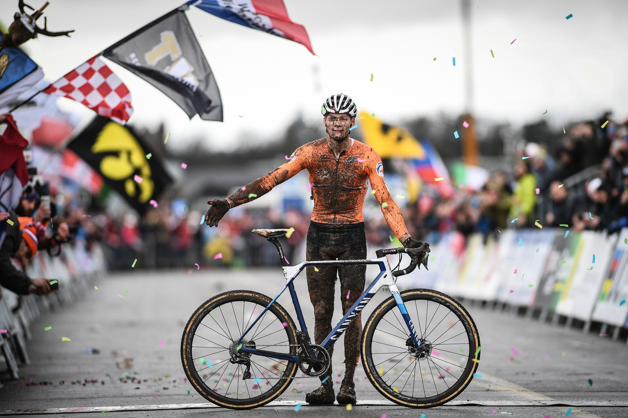 Van der Poel earns third title at UCI Cyclo-cross World Championships
