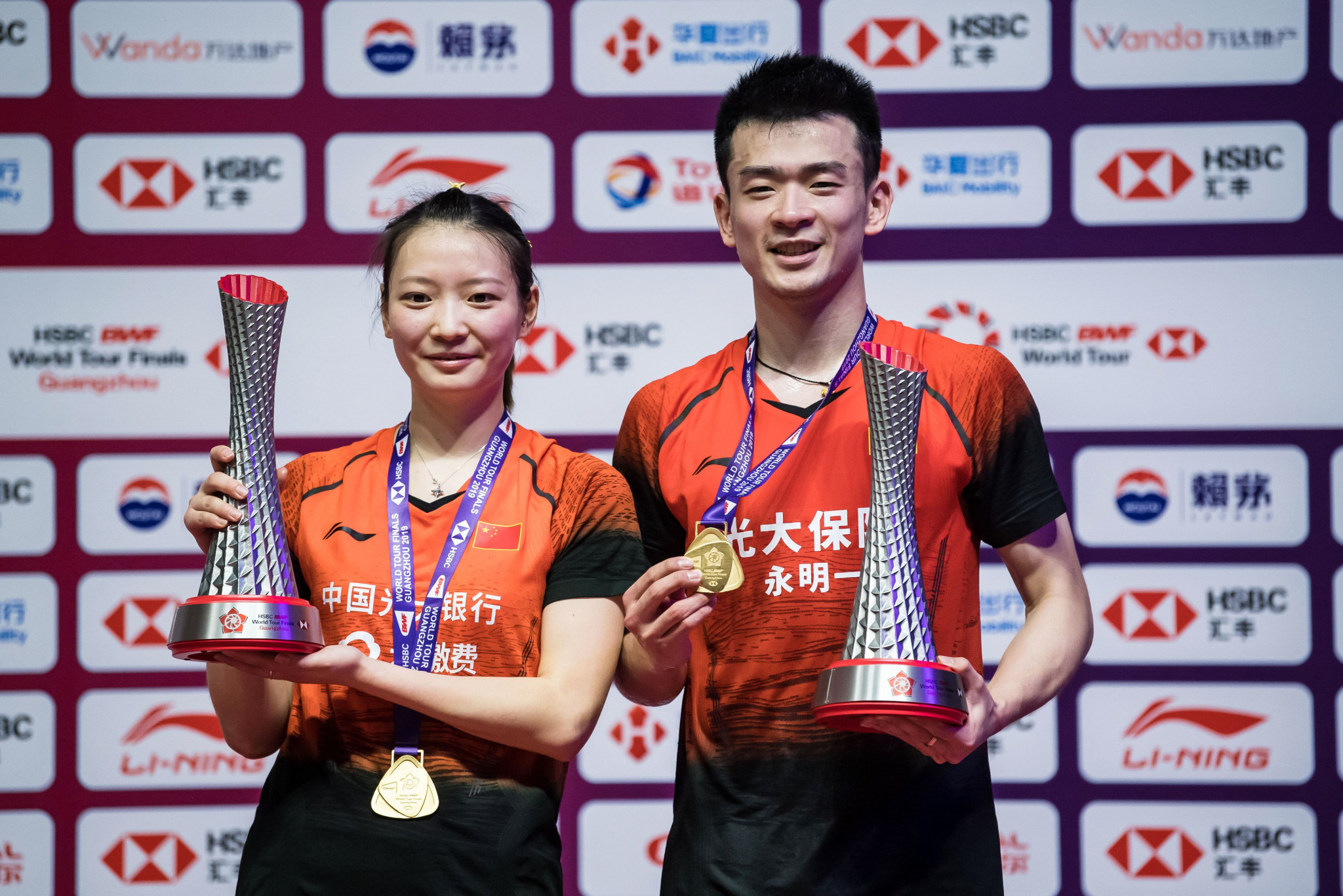Chinese world champions Huang Yaqiong, left, and Zheng Siwei, right, will not be barred from tournaments around the world because of the coronavirus outbreak in their country ©Getty Images