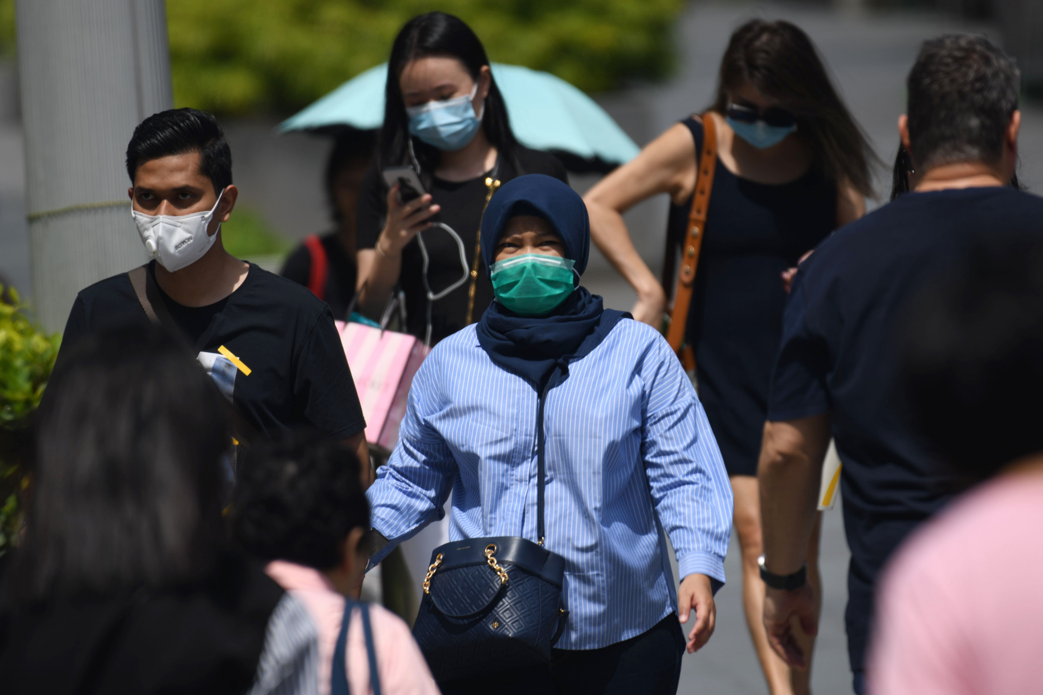 People in Singapore wear masks amid the coronavirus outbreak ©Getty Images
