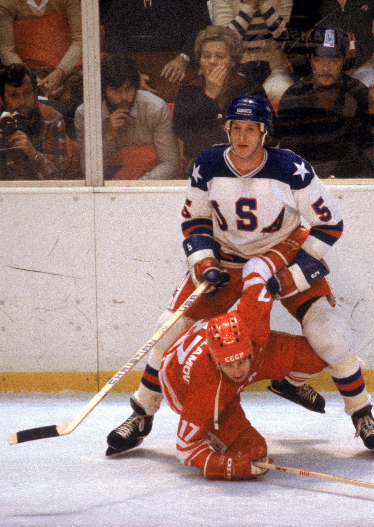Mike Ramsey of the US and Valeri Kharlamov of the Soviet Union pictured during the home side's historic 4-3 win in the first medal-round match at the 1980 Lake Placid Winter Olympics ©Getty Images