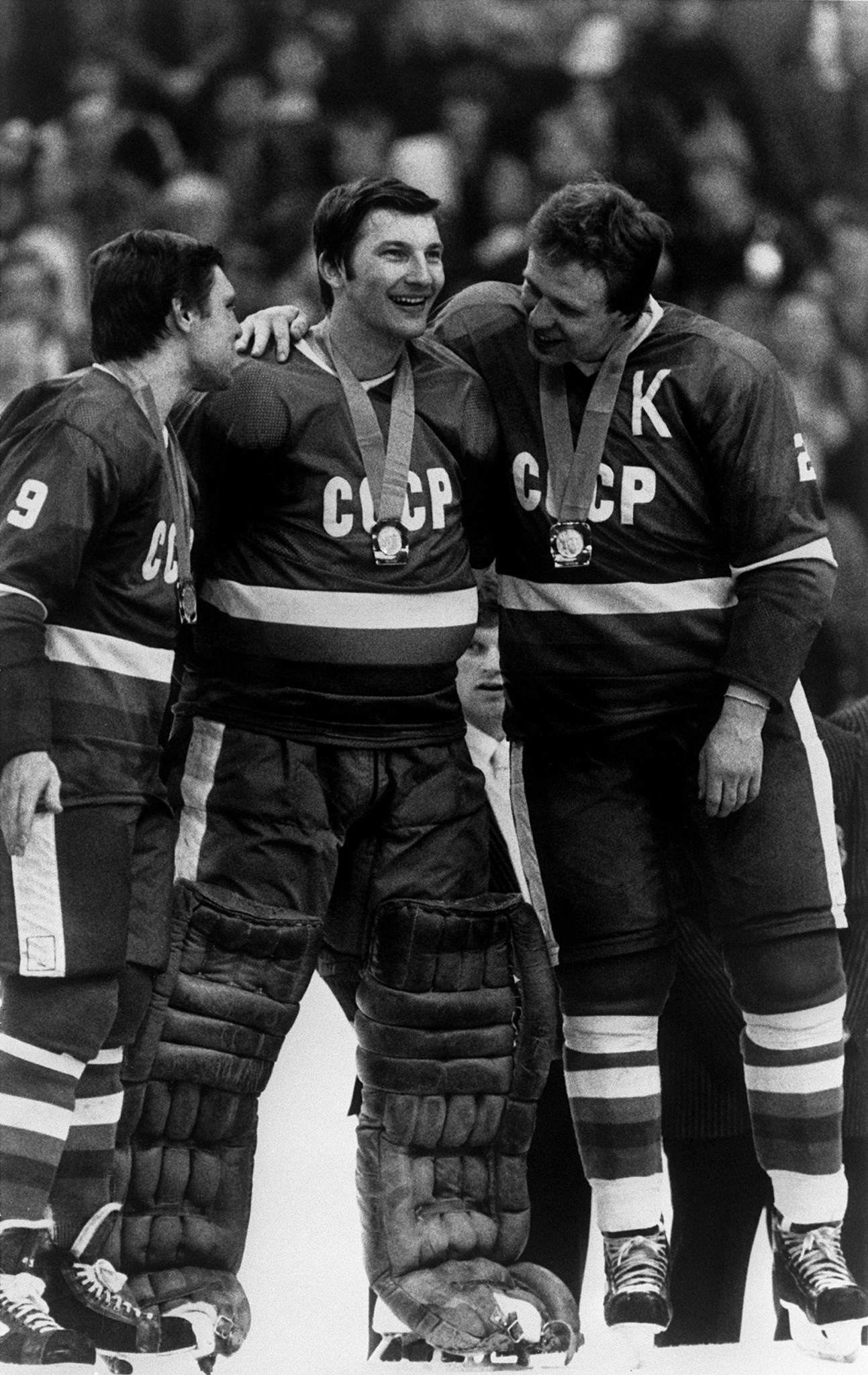 Four years after being substituted during the crucial match against the US, Vladislav Tretiak, centre, returned to his goaltending duties as the Soviet Union won their sixth Olympic ice hockey title at the Sarajevo 1984 Winter Games ©Getty Images