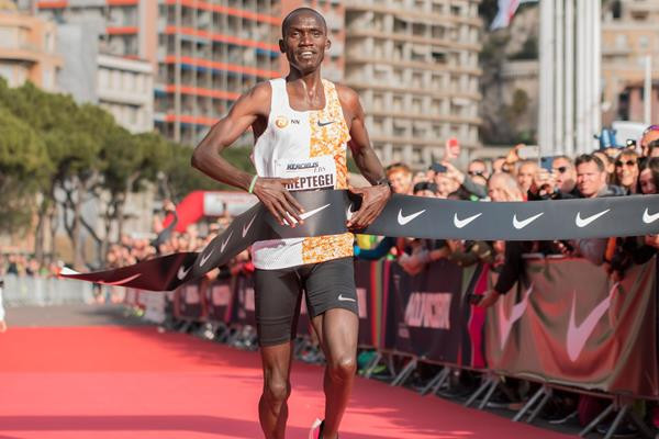 Cheptegei continues superb form by smashing world 5km record