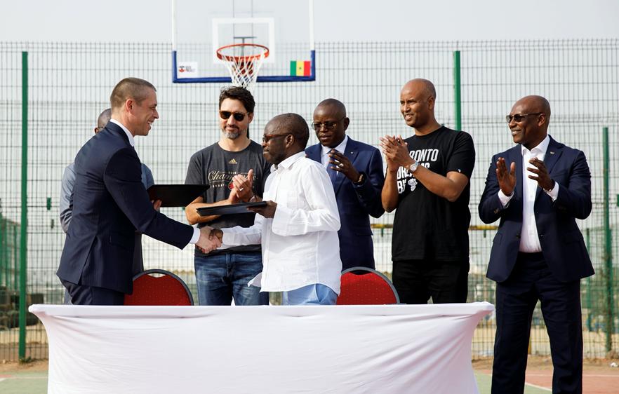 David Shoemaker, chief executive of the Canadian Olympic Committee, and Mamadou D. Ndiaye, President of the Senegalese Olympic Committee and IOC member, sign Memorandum of Understanding in Dakar ©COC