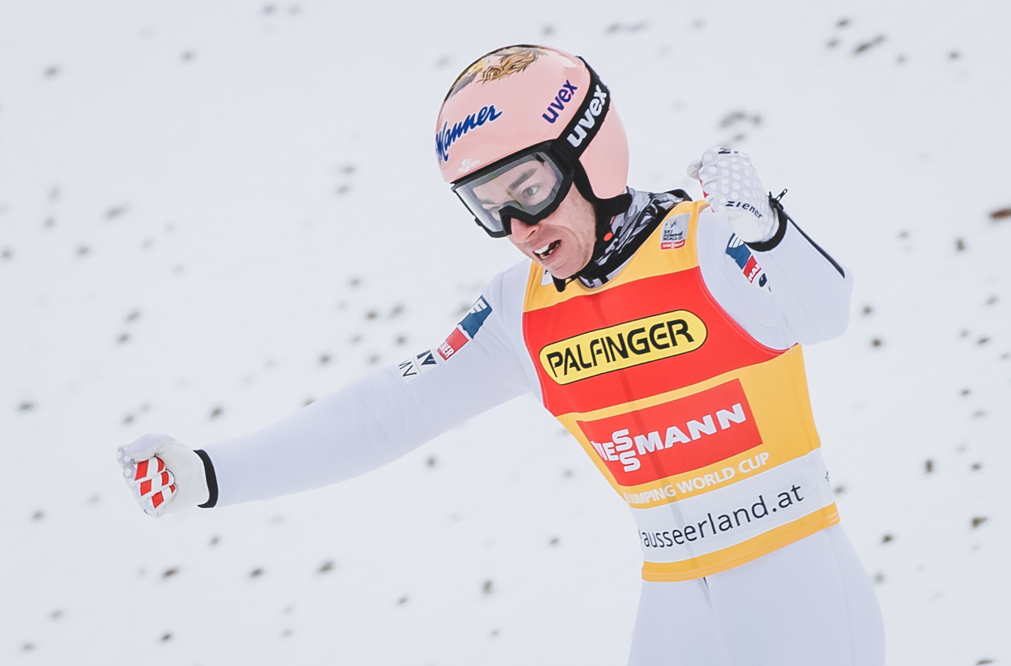 Home hero Kraft extends FIS Ski Jumping World Cup lead with win in Austria