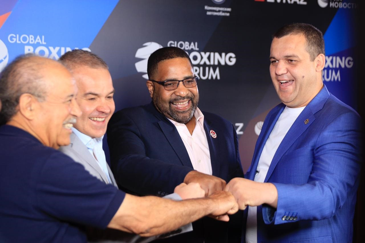 Umar Kremlev, right, has claimed the Russian Boxing Federation is helping fund AIBA Continental Forums as part of an effort to help the organisation recover after being stripped of the right to organise the Tokyo 2020 tournament ©RBF