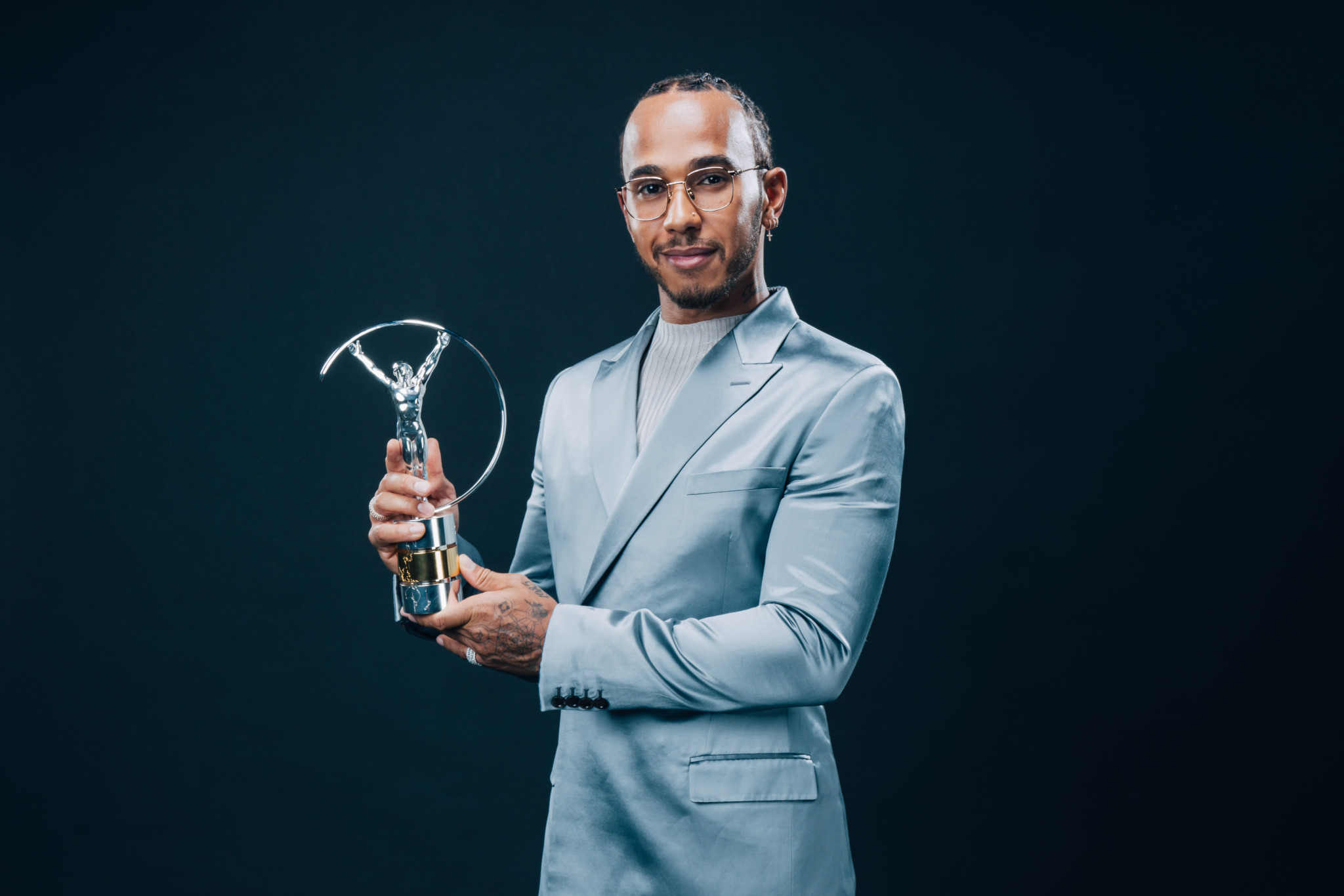 Lewis Hamilton poses with the award he shares with Lionel Messi ©Getty Images