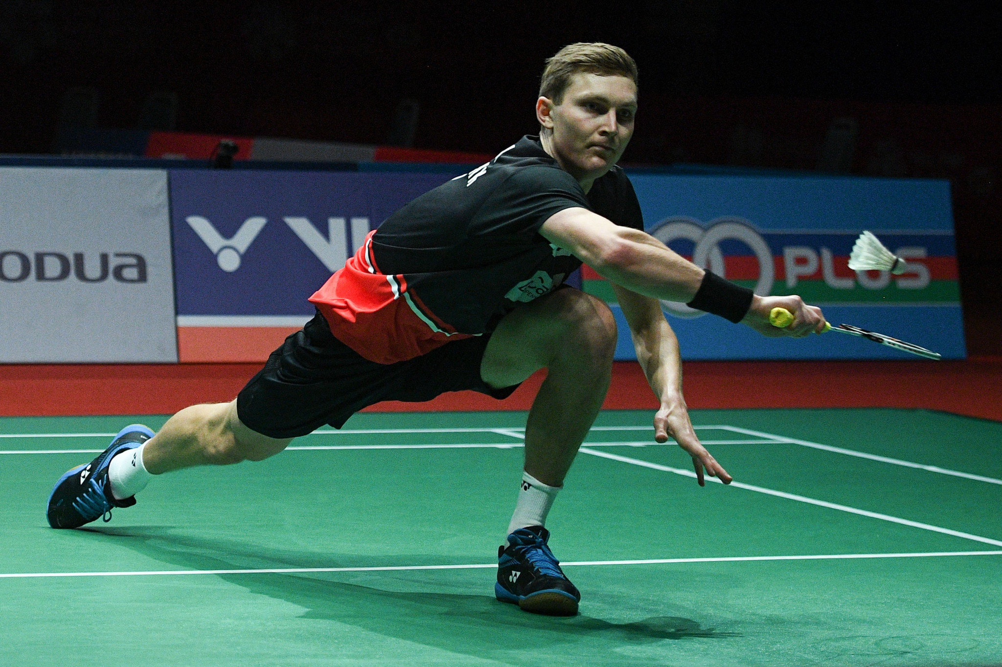 Axelsen begins title defence with hard-fought win at BWF Barcelona Spain Masters