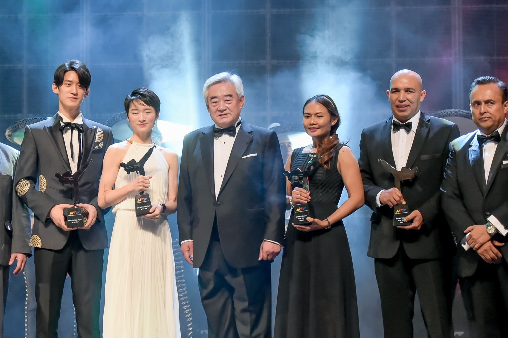 Winners line up following the WTF Gala Awards ceremony ©WTF