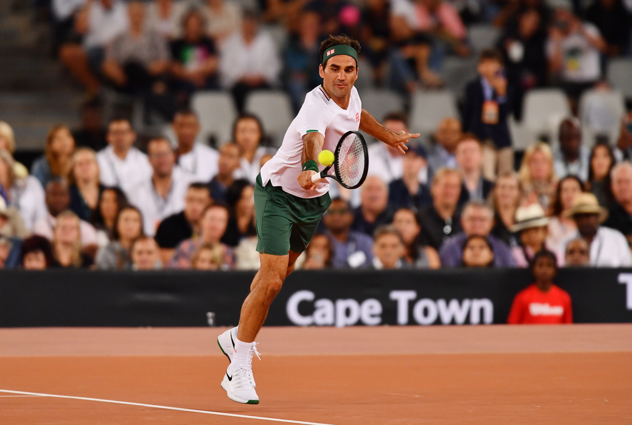 Federer to miss French Open after knee surgery