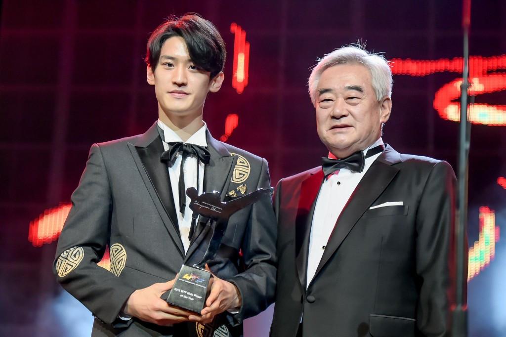 Lee Dae-Hoon alongside WTF President Chungwon Choue ©WTF