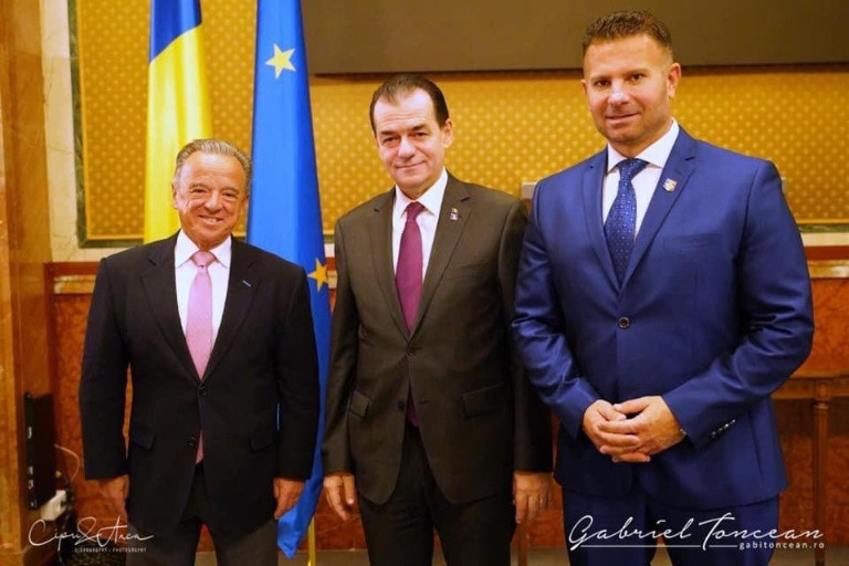 IFBB President Rafael Santonja, left, with Romania's Prime Minister Ludovic Orban and Gabriel Toncean, President of the Romanian Bodybuilding and Fitness Federation ©IFBB