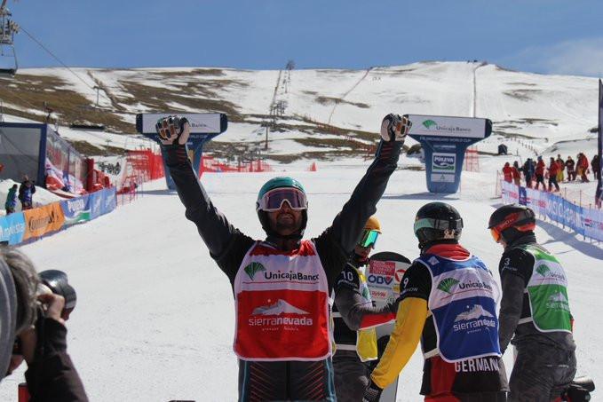 Lucas Eguibar celebrates his win at the FIS Snowboard Cross World Cup in Sierra Nevada ©Sierra Nevada/Twitter