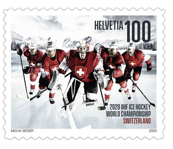 The CHF1 stamp illustrates the importance of teamwork in ice hockey ©Swiss Post