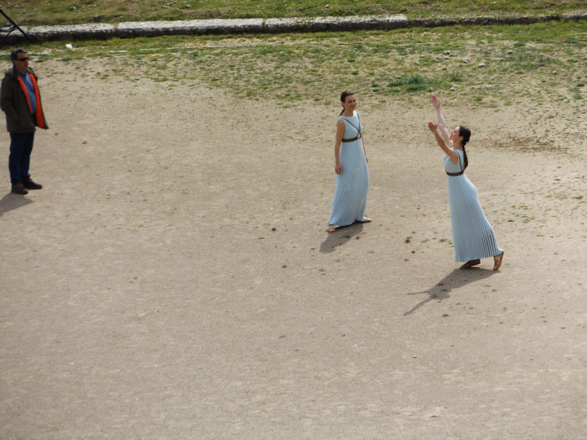 The releasing of the dove is mimed during the Olympic flame lighting Ceremony rehearsal ©ITG
