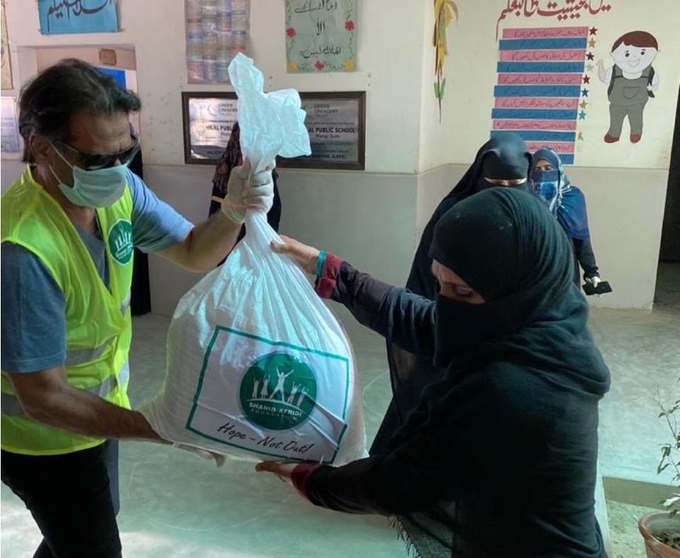 Six-time squash world champion Khan hands out coronavirus aid packages in Pakistan