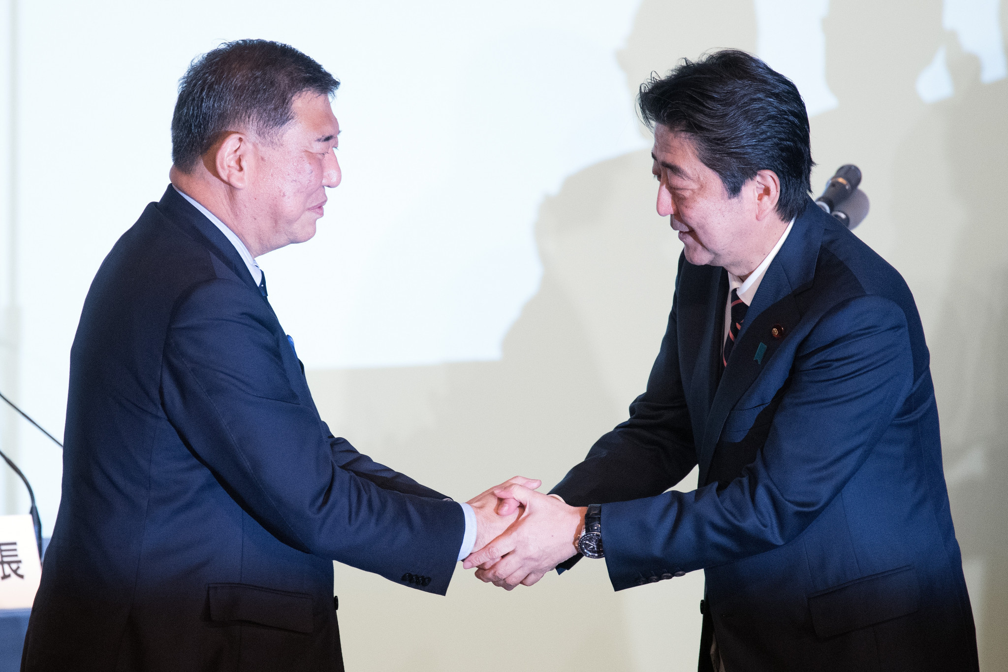 Shigeru Ishiba, left, is favoured by the Japanese public to replace long-serving Prime Minister Shinzō Abe, right ©Getty Images