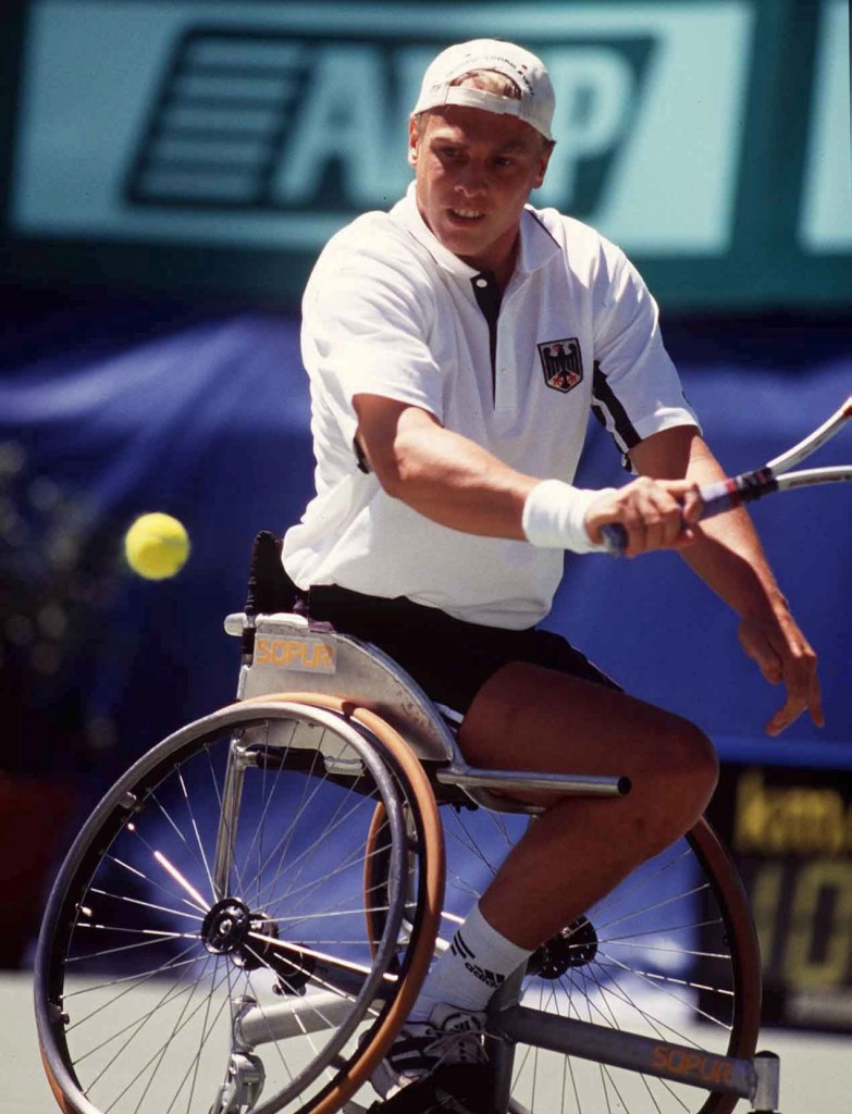 Paralympic medallist holds wheelchair tennis sessions in Colombia