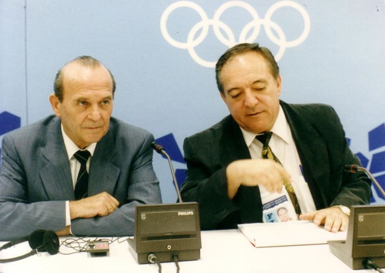 Gottfried Schodl with his successor as IWF President Tamás Aján ©IWF Hall of Fame