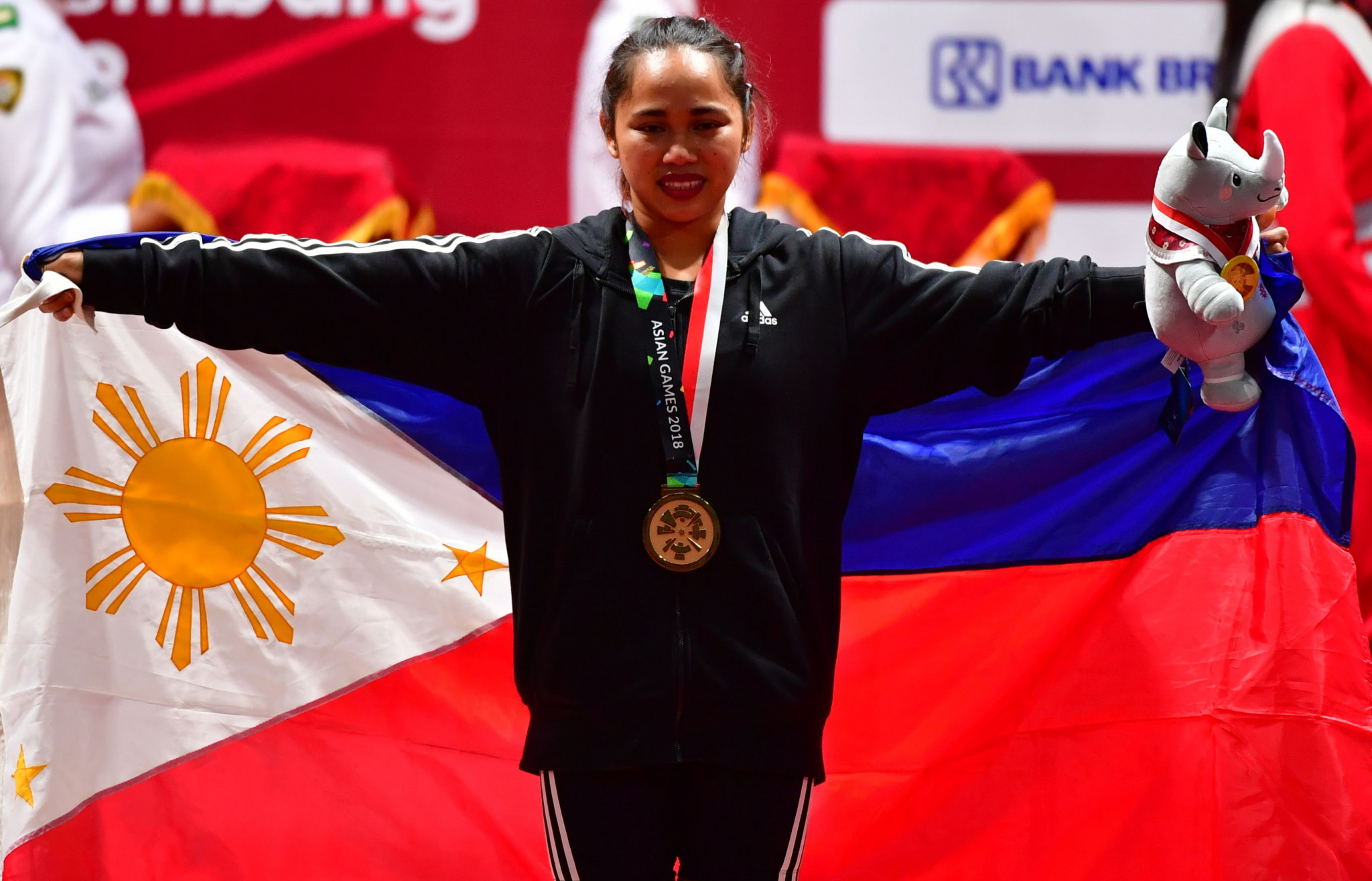 Asian Games weightlifting champion holds online clinic in aid of COVID-19 fight