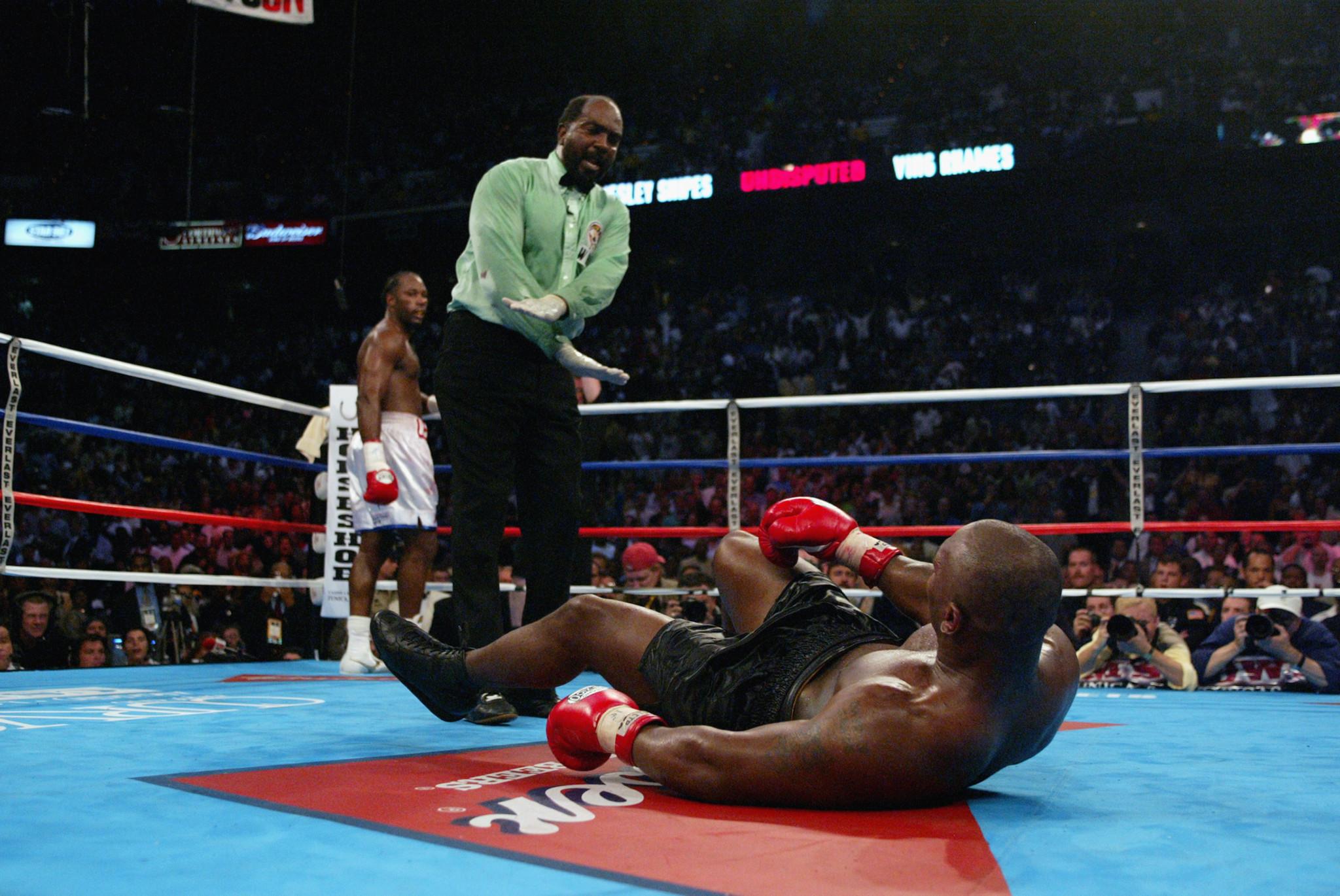Long-serving boxing referee Cotton dies of coronavirus