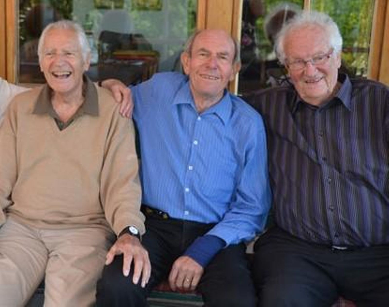 Erich Schriever, right, pictured with Emile Knecht, left, and Rudolf Reichling, centre, has died at 95 ©Twitter/@OldestOlympians