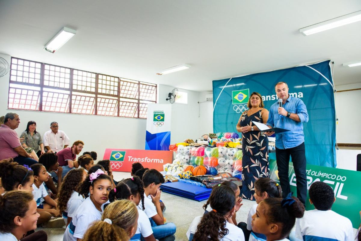 Brazilian Olympic Committee donates masks and food baskets to schools in need