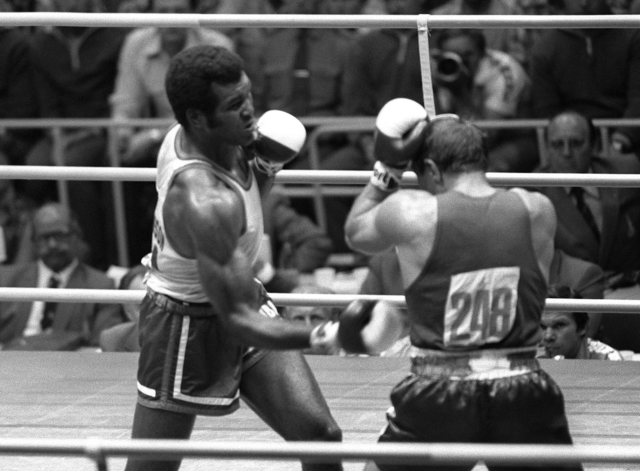 Teófilo Stevenson, left, was a three-time Olympic boxing champion ©Getty Images