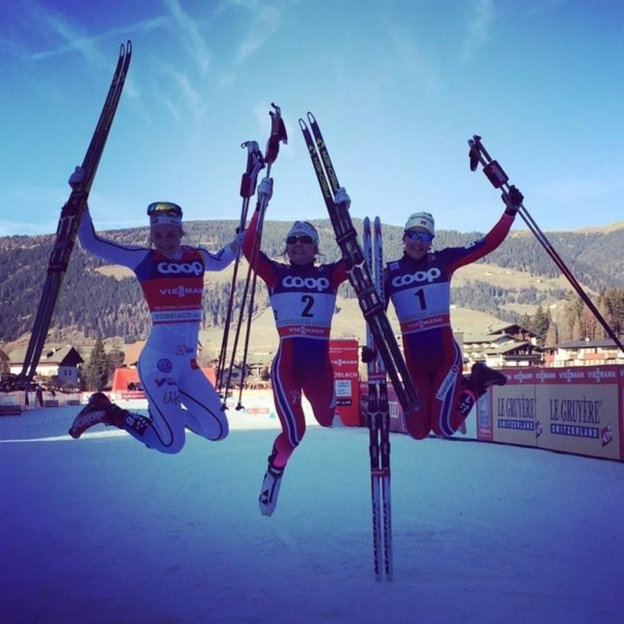 Maiken Caspersen Falla (centre) leaps for joy after leading home another Norwegian 1-2 ©FIS/Twitter