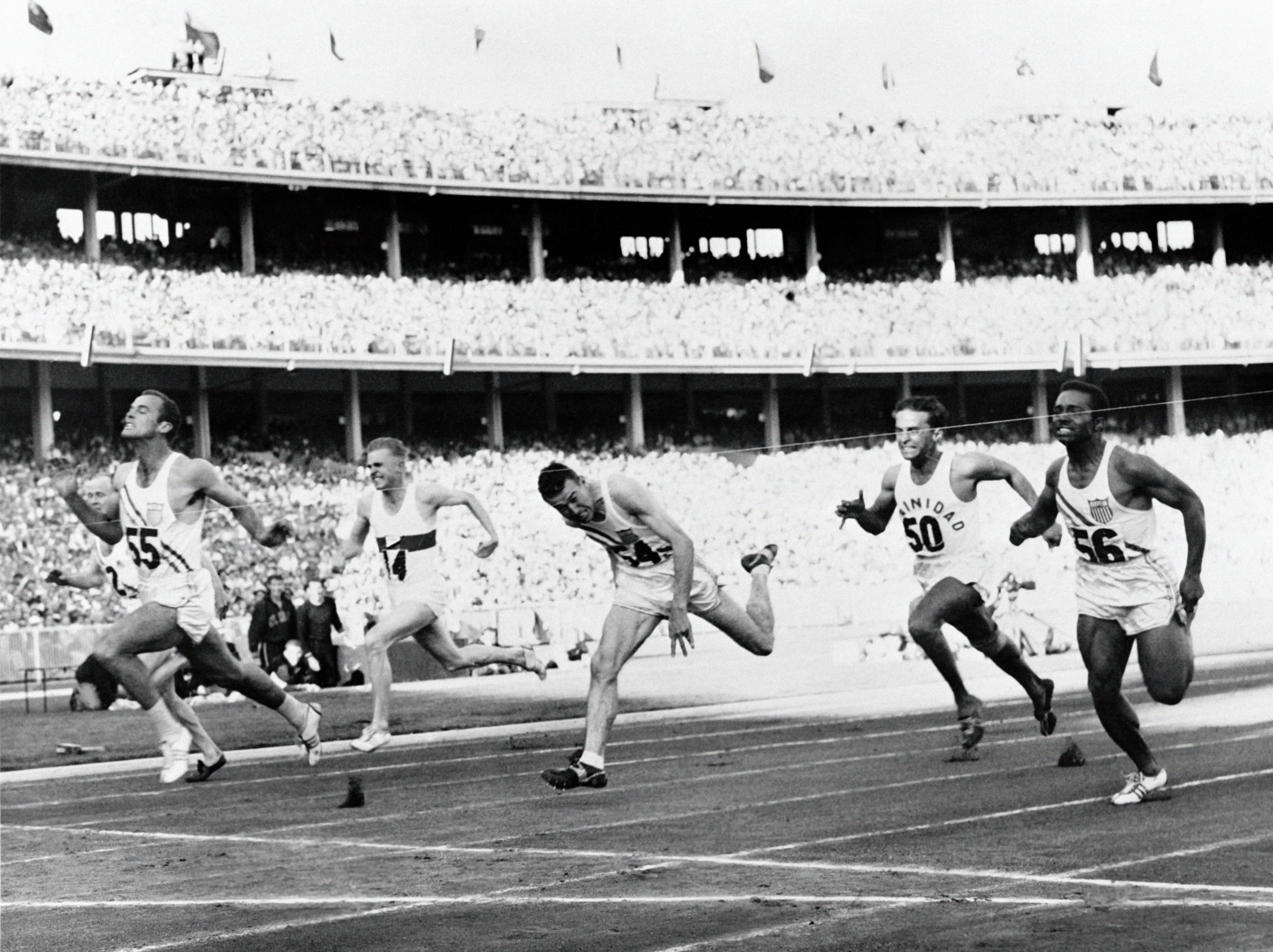 Bobby Joe Morrow wins the 100m race at Melbourne 1956 ©Getty Images