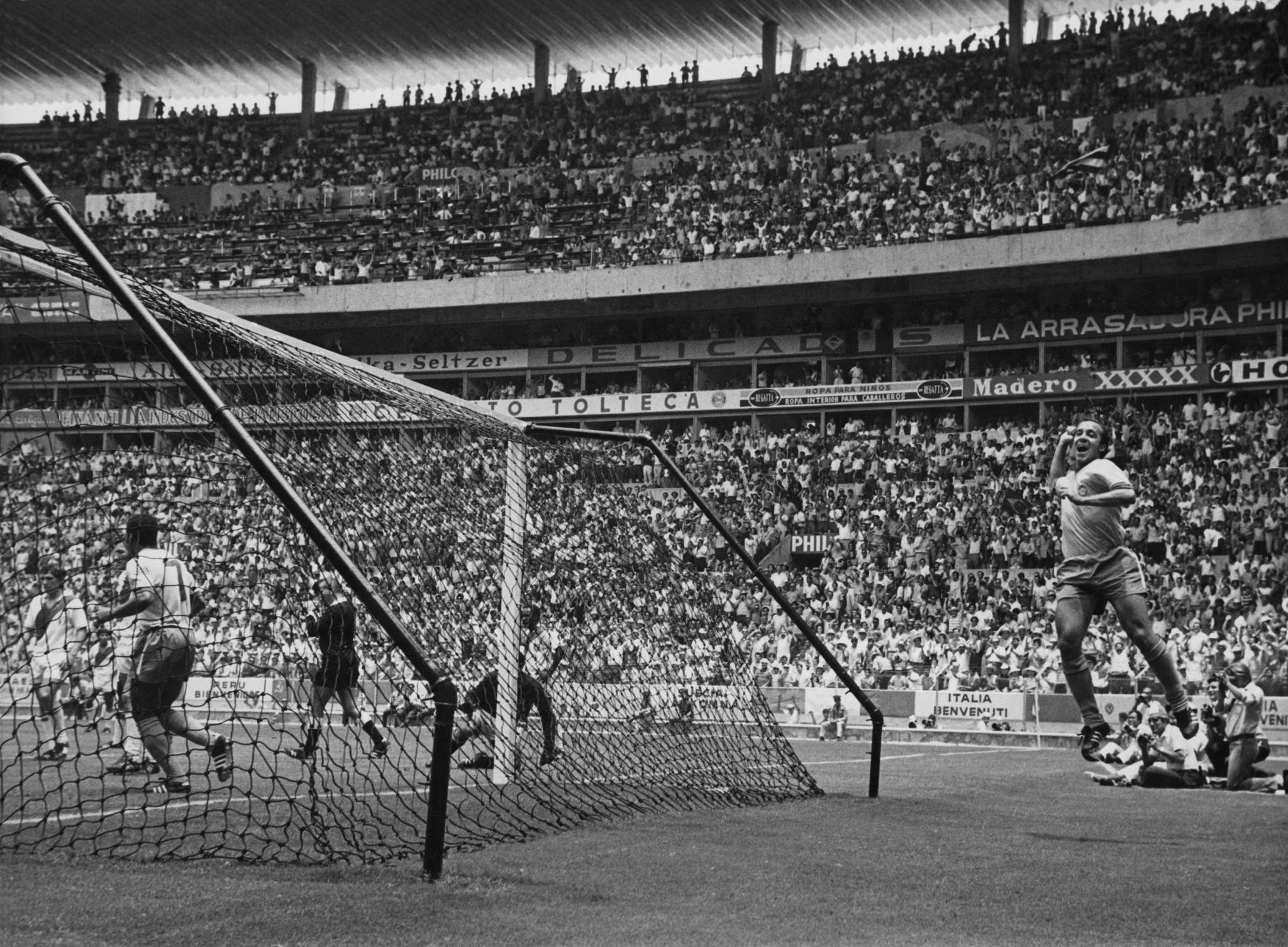 Tostão celebrates a goal versus Peru ©Getty Images