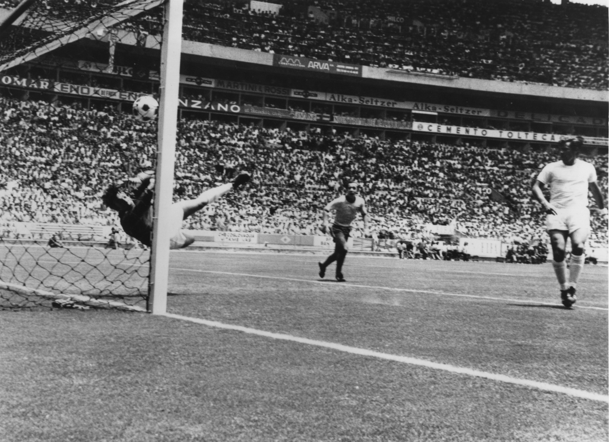Gordan Banks made what is viewed as one of the greatest saves of all time at the tournament, denying Pelé ©Getty Images