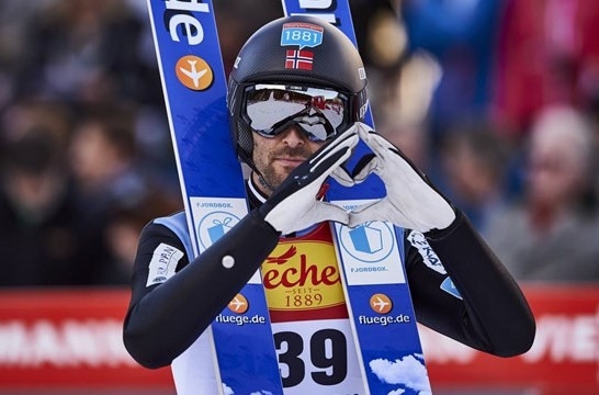 Moan sprints to thrilling victory as Norwegians dominate at FIS Nordic Combined World Cup