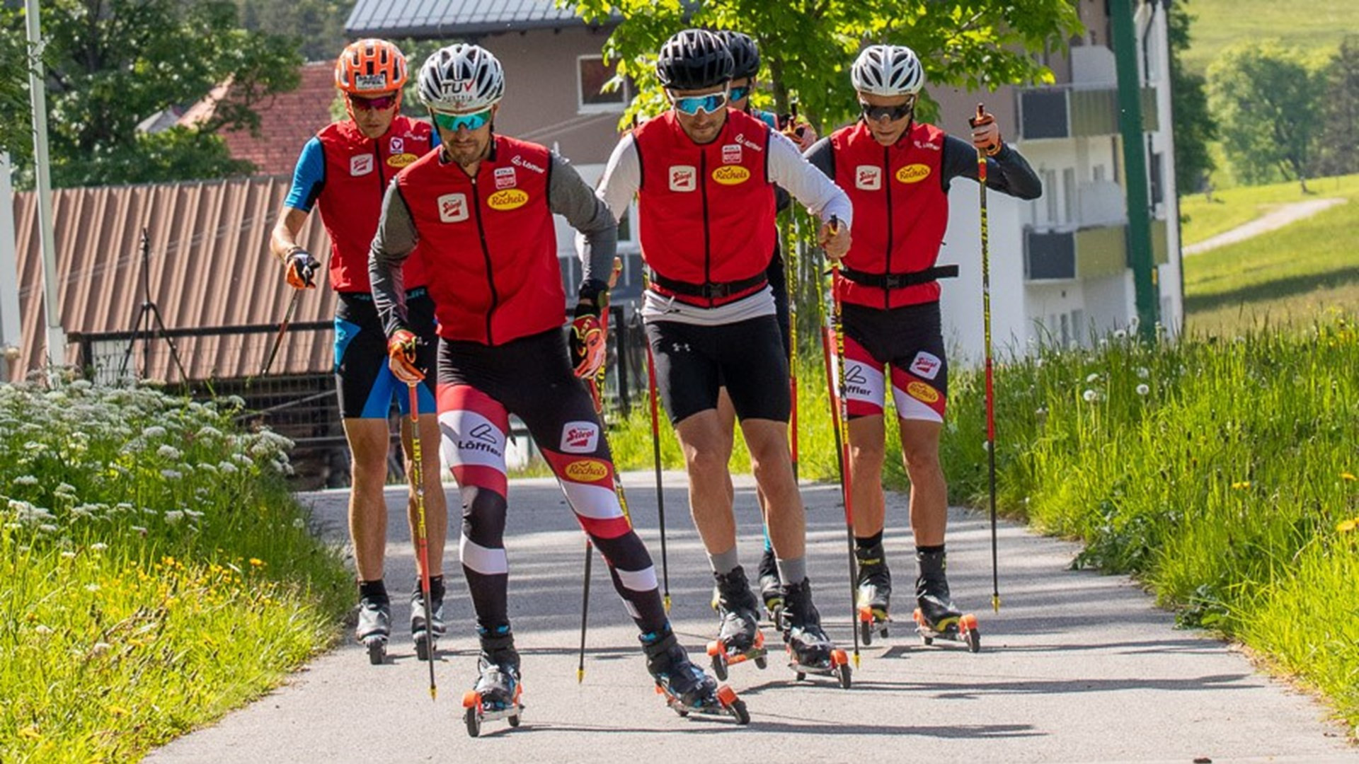 The Austrian team is also using roller skis ©OSV