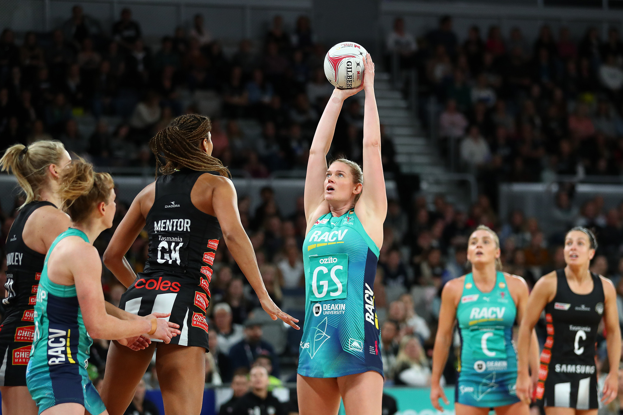 """Players criticise Super Netball for """"disappointing and disrespectful"""" rule change"""