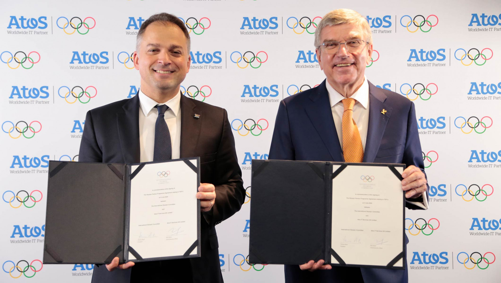 IOC President Thomas Bach, right, signed the deal with Atos chief executive Elie Girard ©IOC