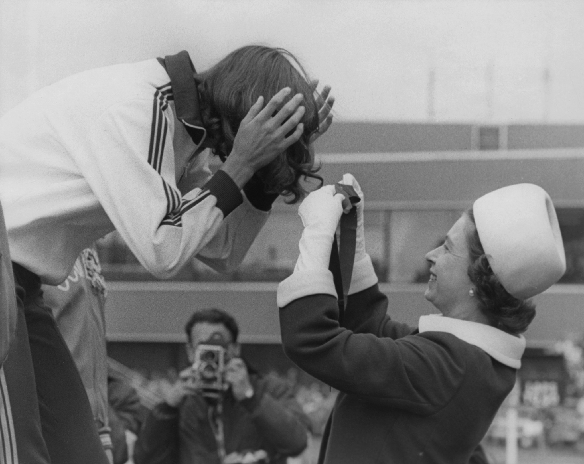 Queen Elizabeth II gets the ribbon entangled in the hair of Debbie Brill as she presents her with the high jump gold medal at Edinburgh 1970. Brill had earlier been drunk at The Queen's reception ©Getty Images