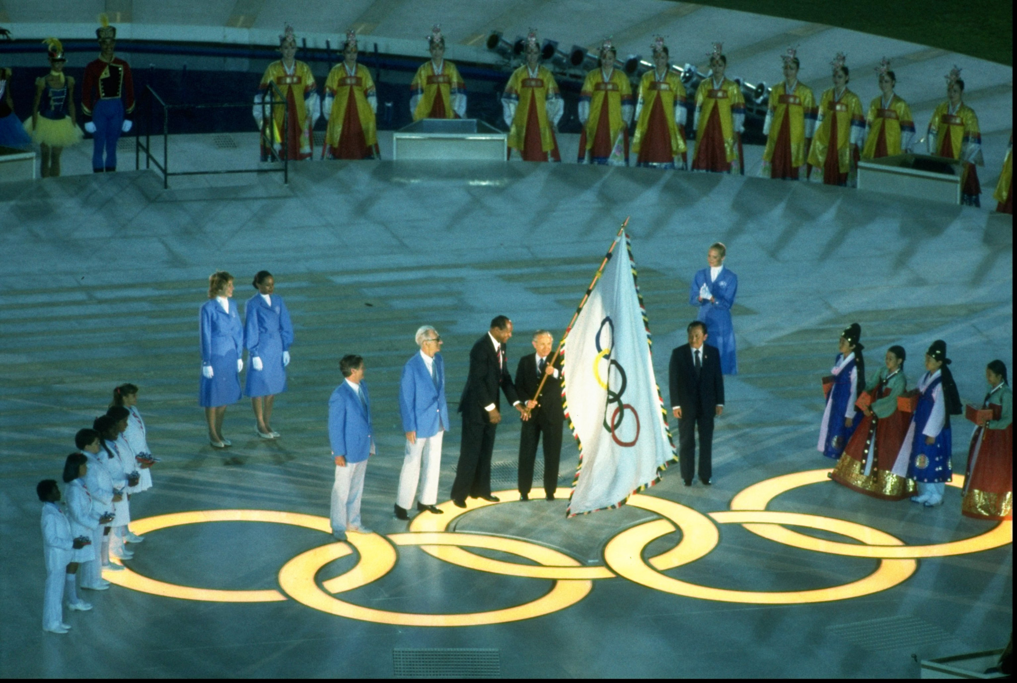 The Olympic flag is handed over to Seoul at the Los Angeles 1984 Closing Ceremony ©Getty Images