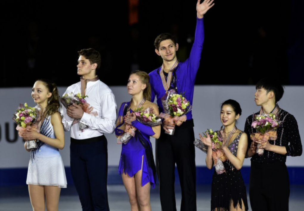 Ekaterina Alexandrovskaya, pictured with partner Harley Windsor after winning the world junior pairs skating title in 2017, has died in Moscow after a fall from a sixth-floor window ©Getty Images